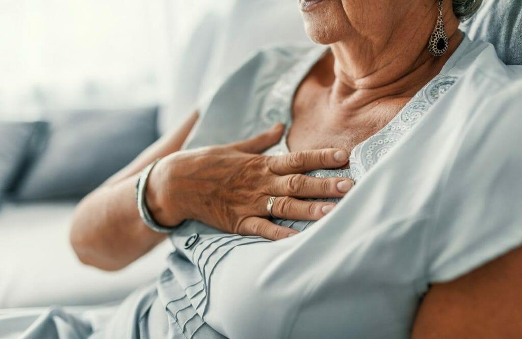 kvinna med halsbranna