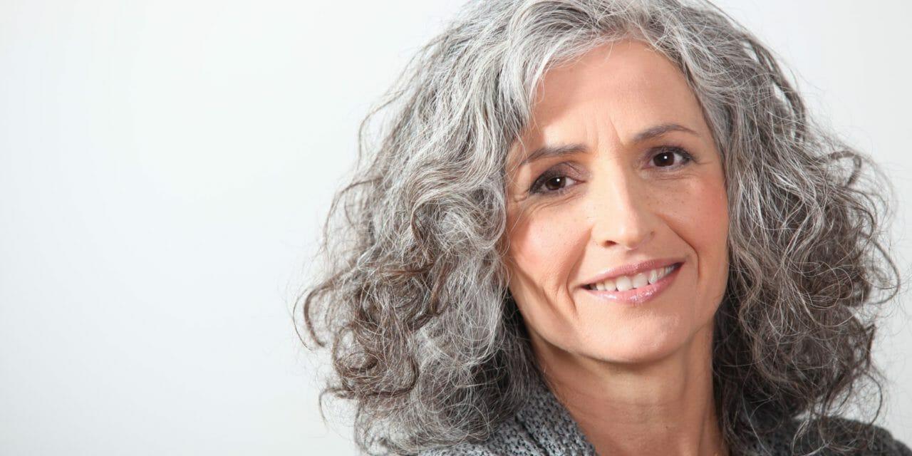 Grått hår: Hårtrenden som exploderar på sociala medier