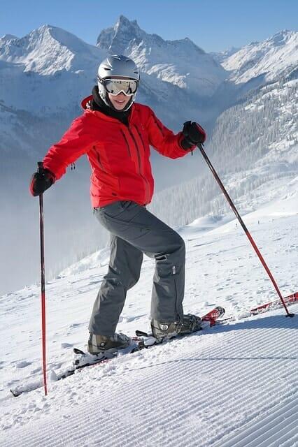 Skidåkare skidor