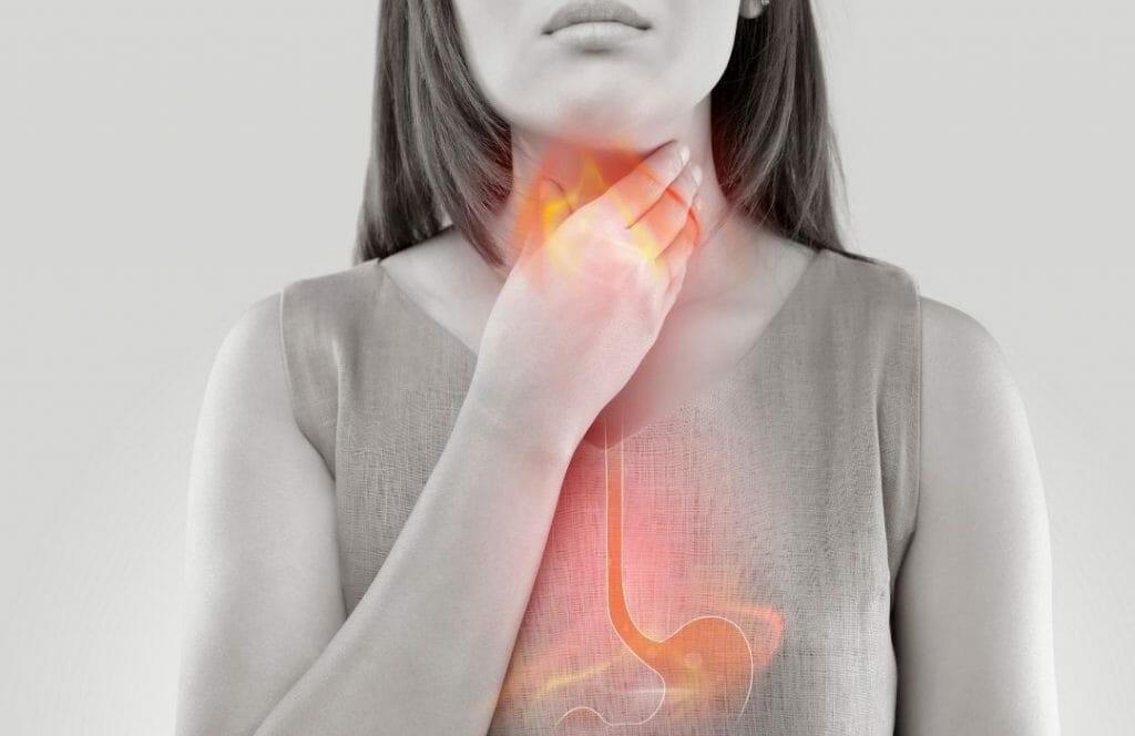 kvinna-som-har-halsbranna