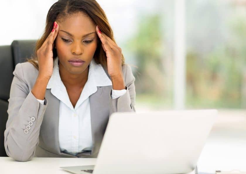 kvinna-som-ar-stressad