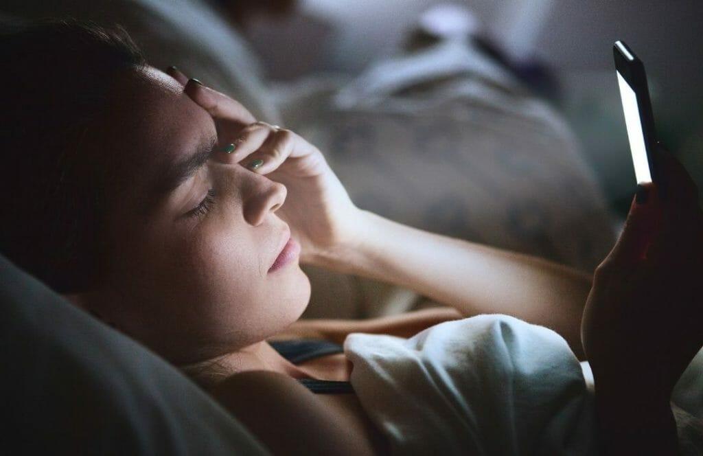 mobil-skarmar-daligt-for-somnen-melatoninet