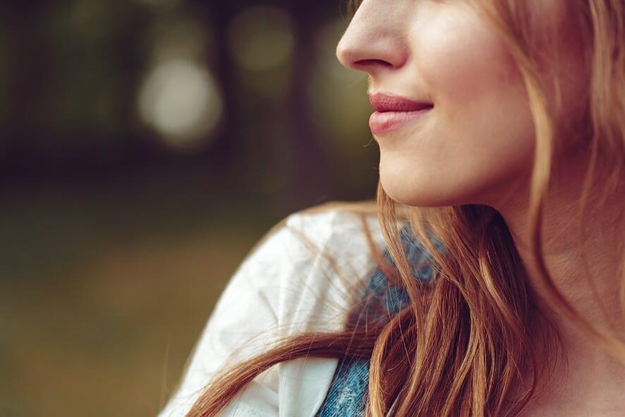 Lugn vacker kvinna