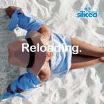 Reloading kvinna pa strand hatt